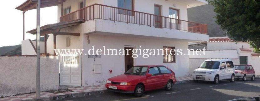 Villa frnt res P1040338(